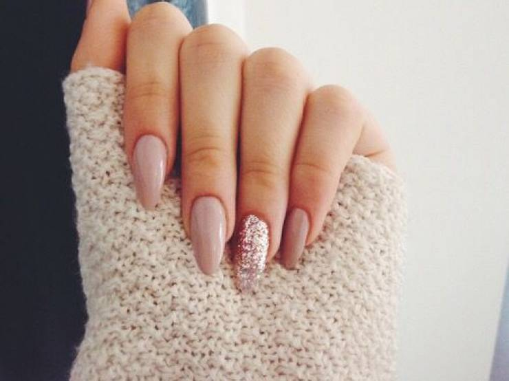 nails-services.jpg